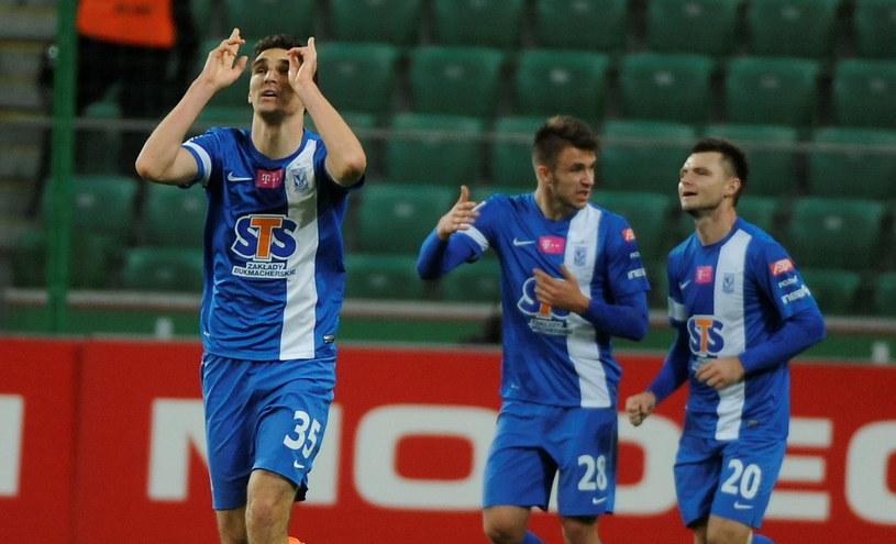 Marcin Kamiński (z lewej) fetuje strzelenie gola w meczu z Legią w Warszawie /Bartłomiej Zborowski /PAP