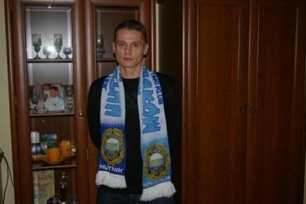 Marcin Latos w szaliku swojego klubu - Hutnika. /INTERIA.PL