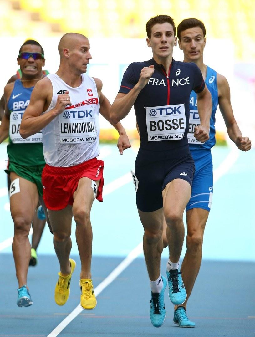 Marcin Lewandowski (L) i Francuz Pierre-Ambroise Bosse podczas ćwierćfinału MŚ w Moskwie. /PAP/EPA