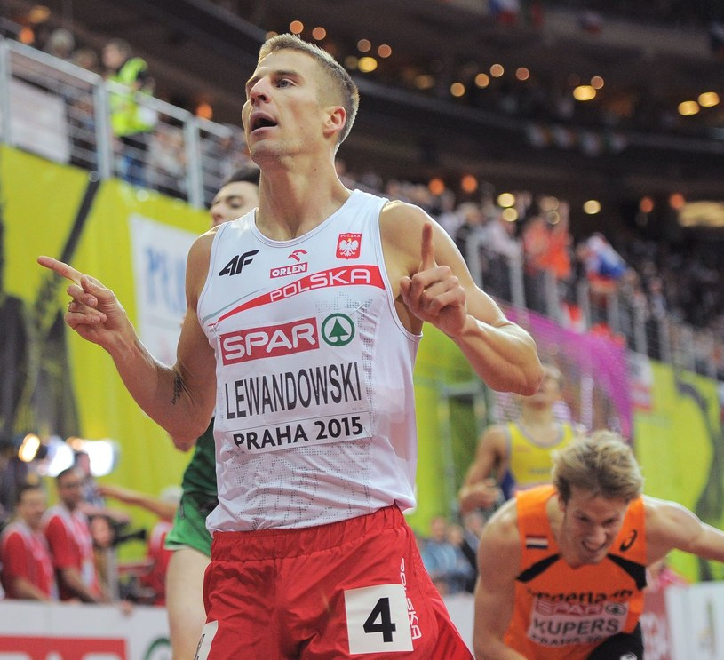 Marcin Lewandowski na halowych ME w Pradze. /AFP