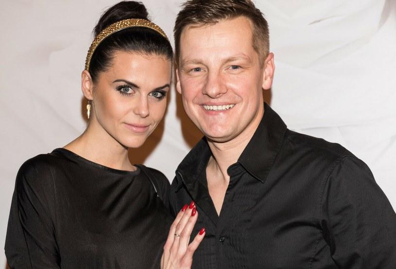 "Marcin Mroczek z żoną Marleną na premierze filmu ""Swingersi"" /Piotr Fotek /Reporter"