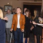 Marcin Mroczek ze złamaną nogą na salonach!