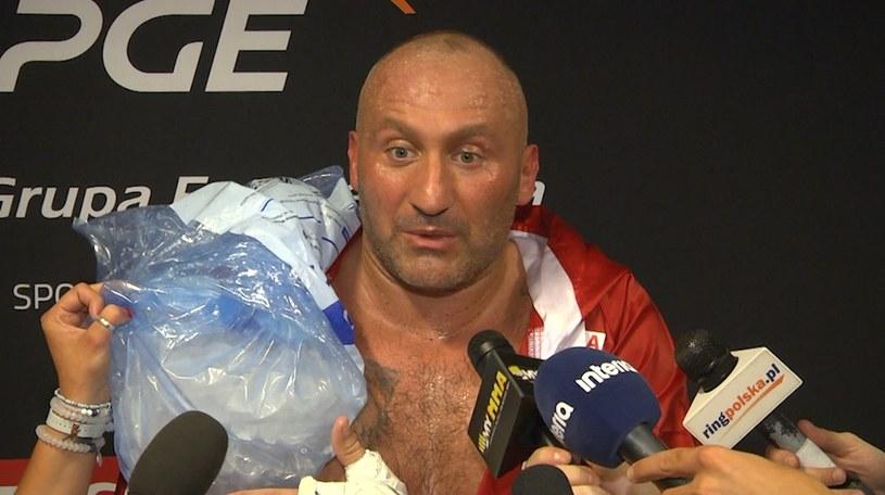Marcin Najman tuż po walce obkładał bark lodem /INTERIA.TV