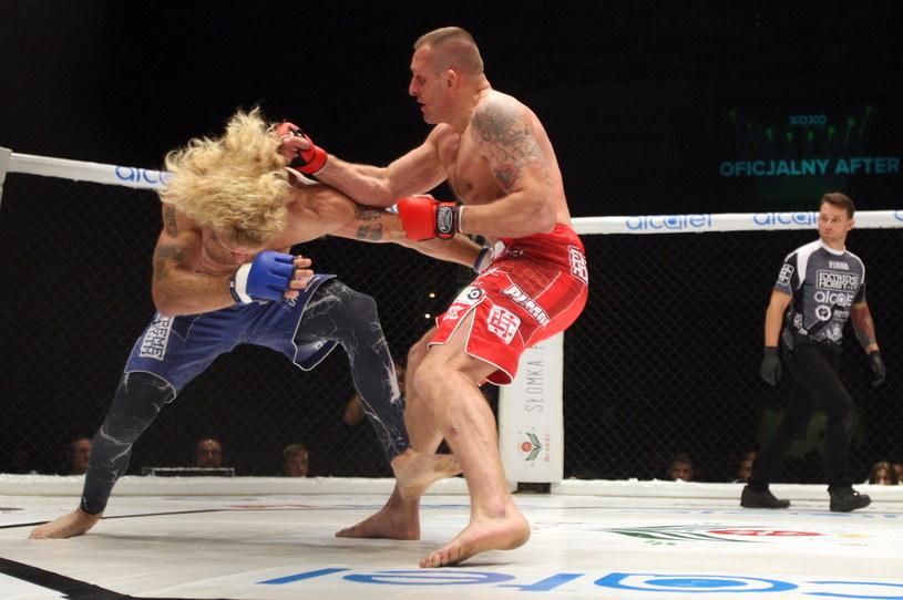 Marcin Naruszczka (z prawej) tu w walce z Mattem Horwichem na gali PLMMA 70 /fot. Marcin Szymczyk /Newspix