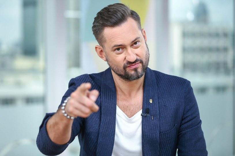 Marcin Prokop nie mógł usiedzieć w miejscu podczas przesłuchań w konkursie Skoda Auto Muzyka /fot. Kamil Piklikiewicz/Dzień Dobry TVN /East News