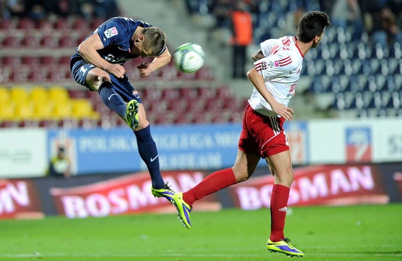 Marcin Robak (z lewej) strzelił trzy gole w meczu z Piastem Gliwice /Fot. Marcin Bielecki /PAP