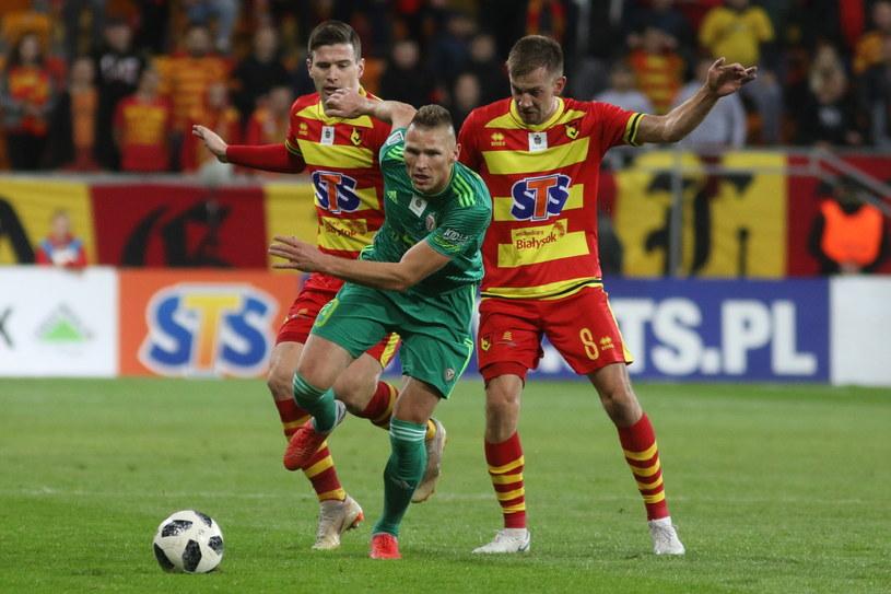 Marcin Robak (zielony strój) strzelił dwa gole dla Śląska /Artur Reszko /PAP