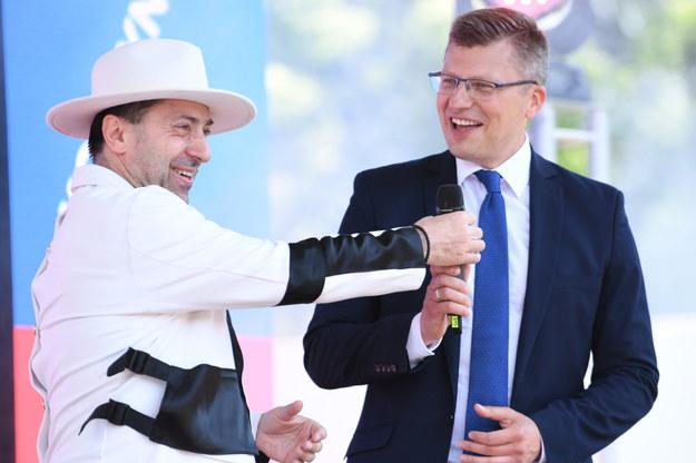Marcin Warchoł i Marcin Miller z zespołu Boys na konwencji wyborczej w Rzeszowie /Darek Delmanowicz /PAP