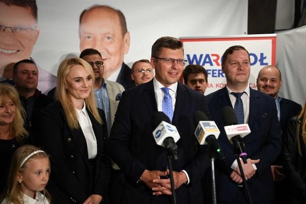 Marcin Warchoł z żoną Joanną Warchoł w swoim sztabie wyborczym w Rzeszowie /Darek Delmanowicz /PAP