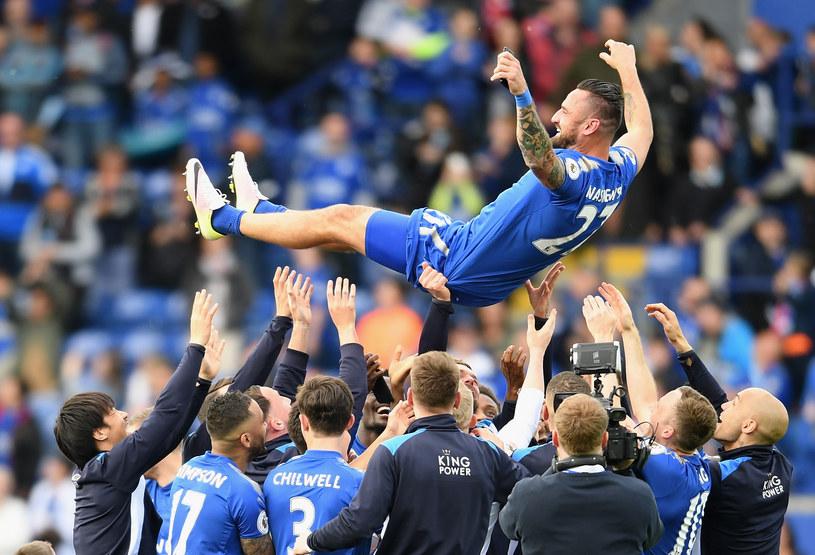 Marcin Wasilewski podrzucany przez kolegów z Leicester City /Ross Kinnaird /Getty Images