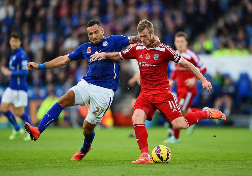 Marcin Wasilewski (z lewej) blokuje Chrisa Brunta w meczu Leicester City - WBA /Laurence Griffiths /Getty Images