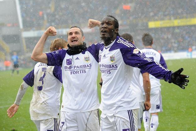 Marcin Wasilewski (z lewej) znowu może cieszyć się ze strzelonych bramek. /AFP