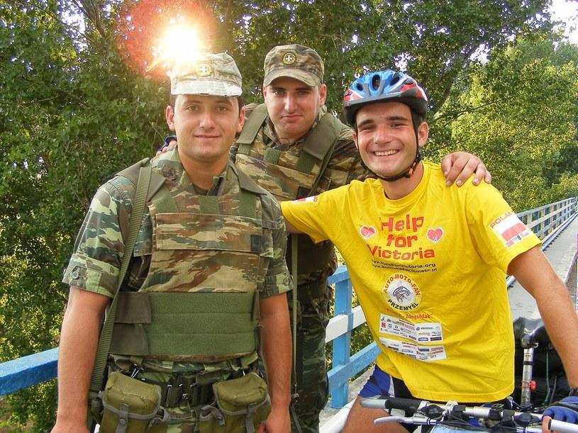 Marcin z greckimi żołnierzami na przejściu granicznym z Turcją w Edirne /INTERIA.PL