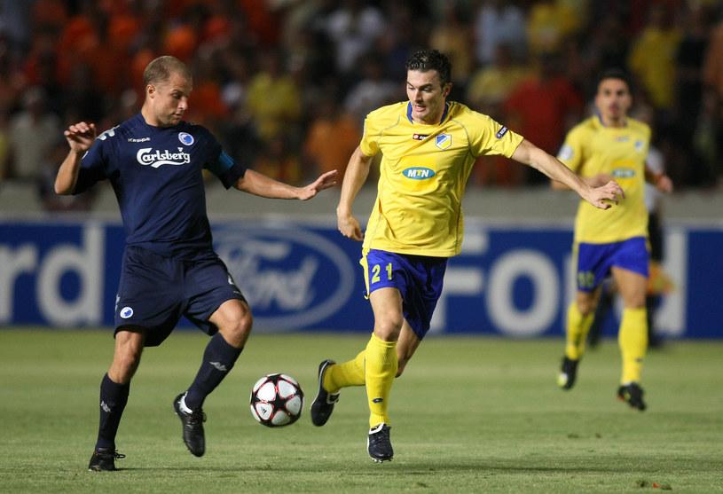 Marcin Żewłakow (po prawej) w barwach APOEL-u Nikozja, podczas meczu el. LM z FC Kopenhaga /SAKIS SAVVIDES /AFP