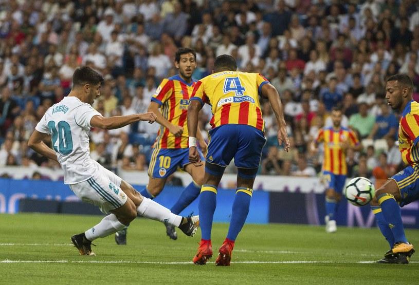 Marco Asensio strzela gola dla Realu Madryt w meczu z Valencią /AFP