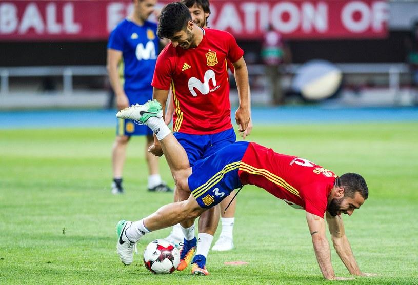 """Marco Asensio (z lewej) to największa gwiazda """"La Rojita"""" /AFP"""