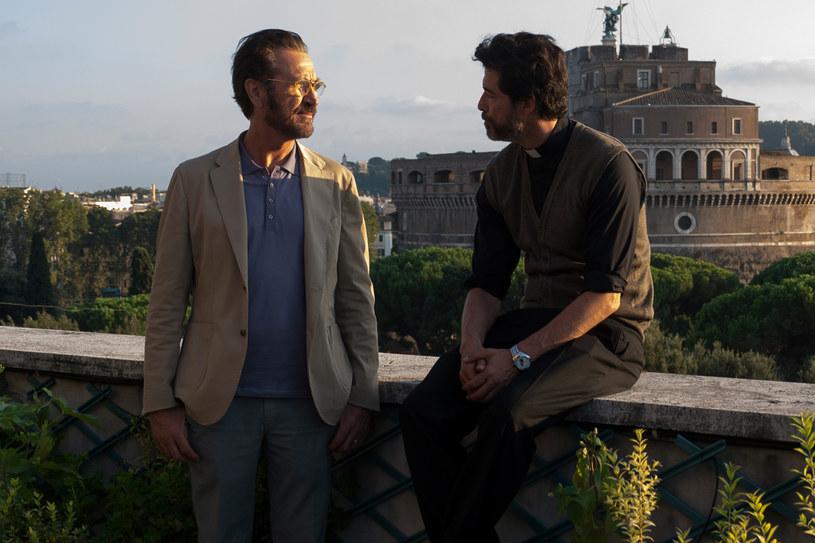 """Marco Giallini i Alessandro Gassman w scenie z włoskiej komedii """"Jak Bóg da"""" /materiały prasowe"""