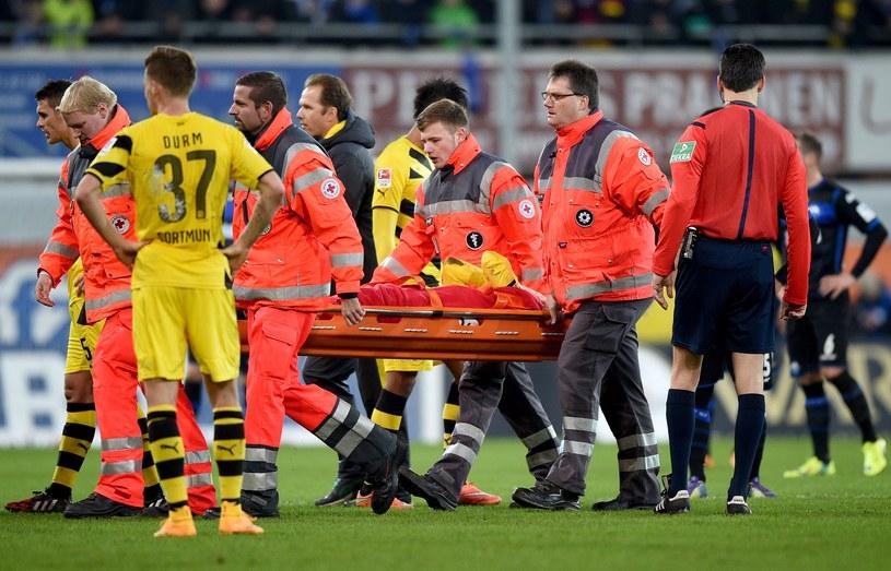 Marco Reus na noszach opuścił boisko /AFP