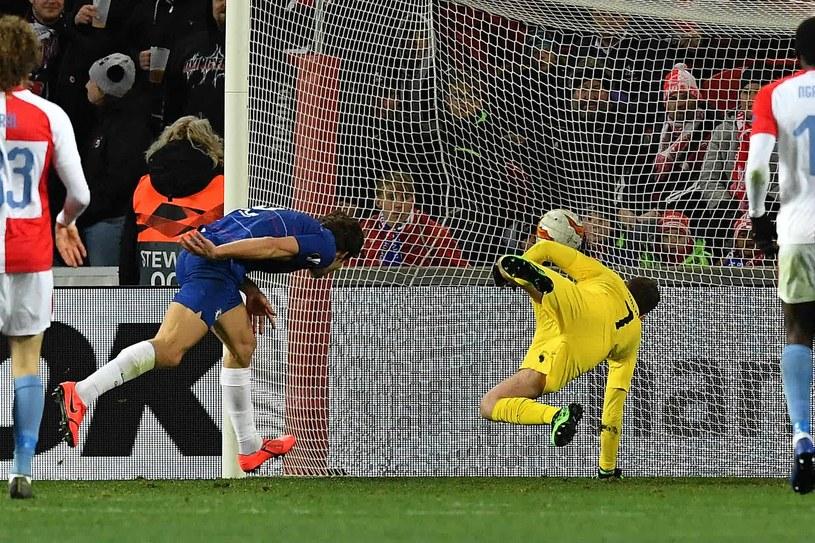 Marcos Alonso strzela gola dla Chelsea /AFP