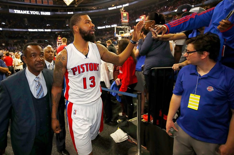 Marcus Morris z Detroit żegna się z fanami w hali w Auburn Hills. /AFP