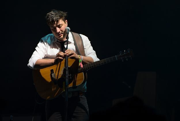 Marcus Mumford (Mumford & Sons) podczas występu na Glastonbury fot.Ian Gavan /Getty Images/Flash Press Media