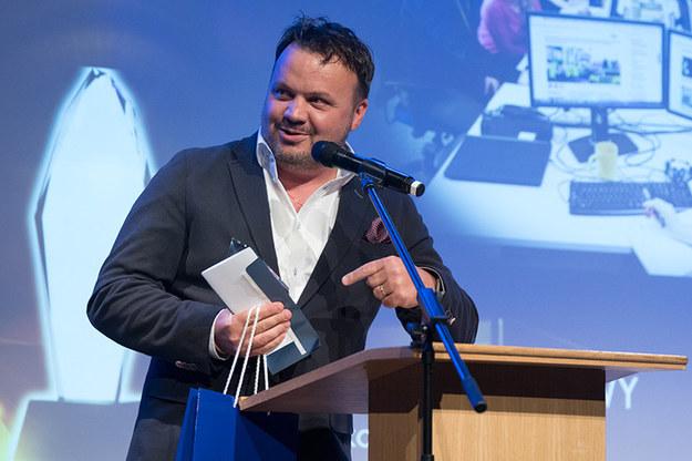 Marek Balawajder odbiera nagrodę dla redakcji Faktów RMF FM /Paweł Mazur /