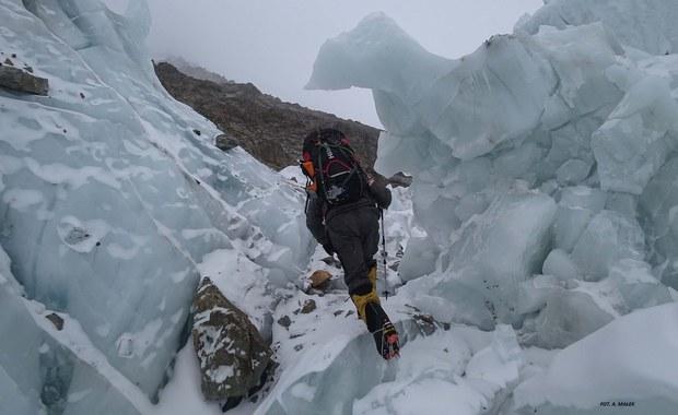 Marek Chmielarski spod K2: Nadal czekamy na poprawę pogody