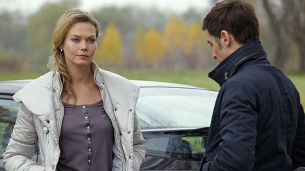 """Marek czuje wyrzuty sumienia i robi wszystko, by """"przyjaciółkę"""" pocieszyć... Nieświadomy, że Gruszyńska cały czas nim manipuluje. /MTL Maxfilm"""