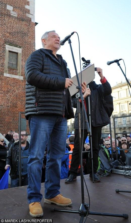 Marek Kondrat na manifestacji KOD /Beata Zawrzel /East News
