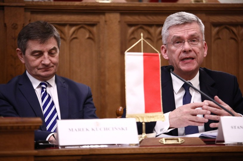 Marek Kuchciński i Stanisław Karczewski po spotkaniu przewodniczących parlamentów państw Grupy Wyszehradzkiej w Budapeszcie / Leszek Szymański    /PAP