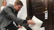 Marek Migalski podziwia urodę tajemniczej kobiety z Sejmu!