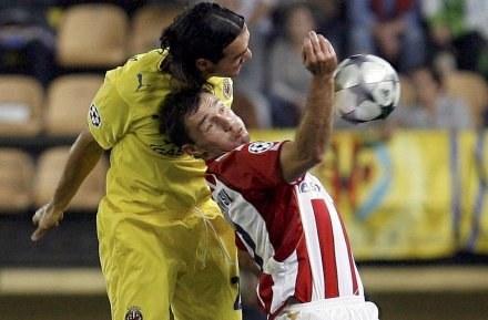 Marek Saganowski (koszulka w paski) strzelił gola, ale mecz przegrał /AFP