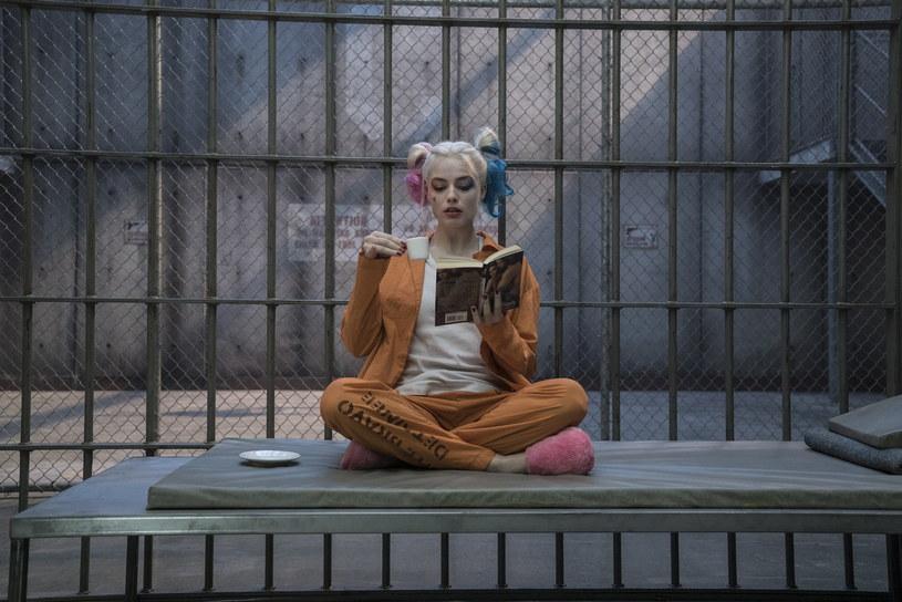 Margot Robbie jako piękna, ale śmiertelnie niebezpieczna Harley Quinn /materiały prasowe