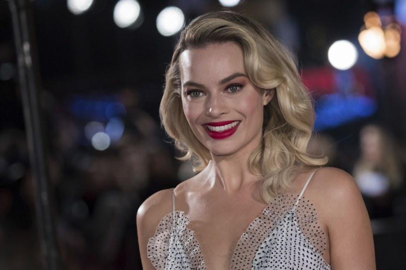 Margot Robbie zaprasza do siebie księcia Harry'ego z małżonką /East News