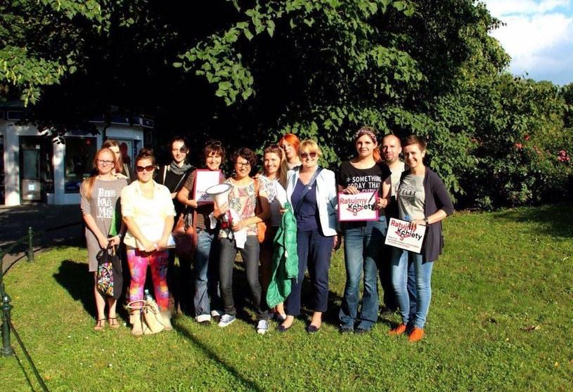 Maria Amin (w środku) wraz z zespołem projektu Ratujmy Kobiety /archiwum prywatne