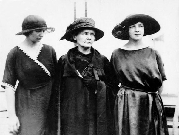 Maria Skłodowska-Curie z córkami Irene i Eve, 1921 r.