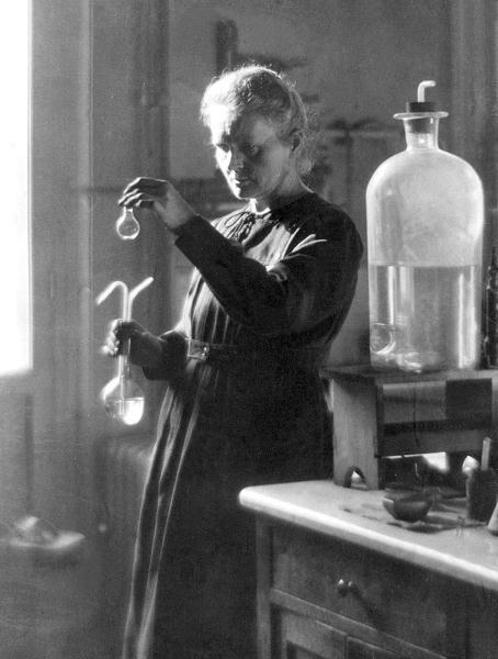 Maria Skłodowska-Curie w laboratorium, 1925 r.