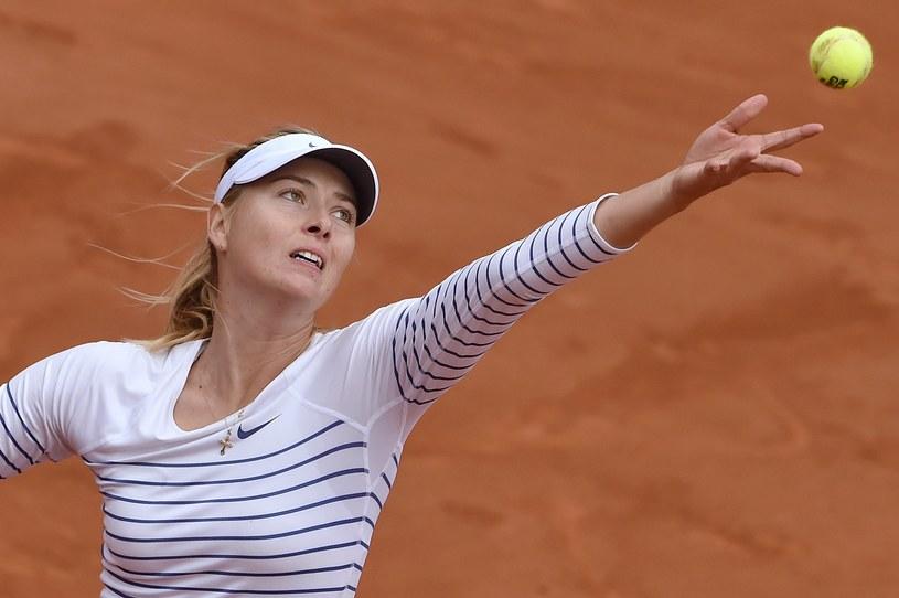 Maria Szarapowa broni tytułu na kortach Rolanda Garrosa /AFP