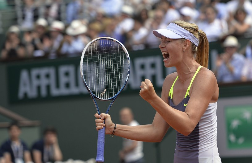 Maria Szarapowa cieszy się z wygranej /AFP