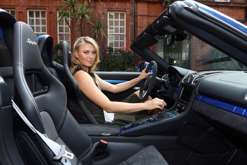 Maria Szarapowa i Porsche Boxster Spyder /