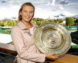 Maria Szarapowa - największa młoda gwiazda 2004 roku /AFP