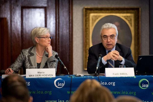 Maria van der Hoeven i Fatih Birol  główni ekonomiści MAE /AFP