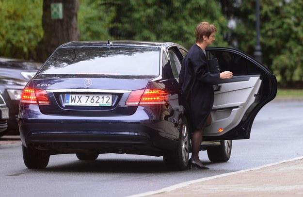 Maria Wasiak wysiada ze służbowego Mercedesa /Fot. Mateusz Jagielski /East News