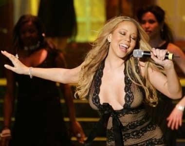 "Mariah Carey lubi ""ryzykowne"" kreacje... /AFP"