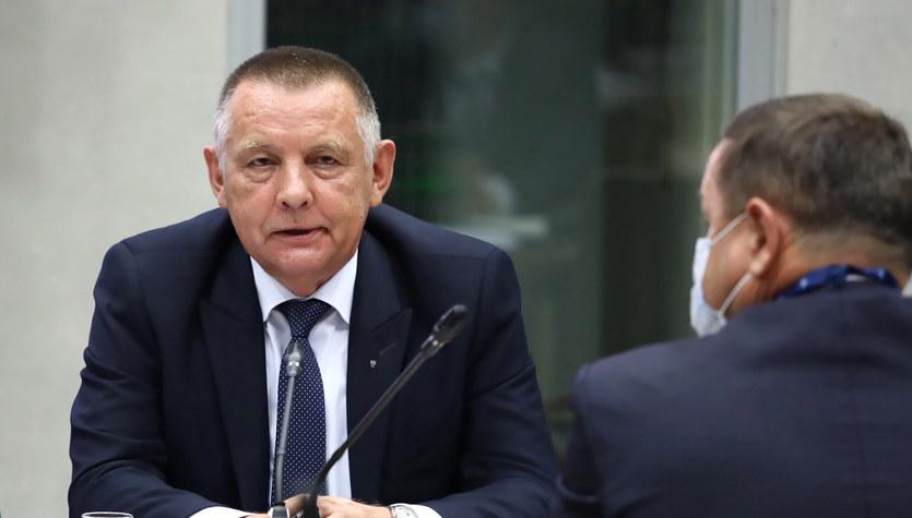 Marian Banaś mówi w Sejmie o wyborach kopertowych, posłowie PiS wychodzą z sali