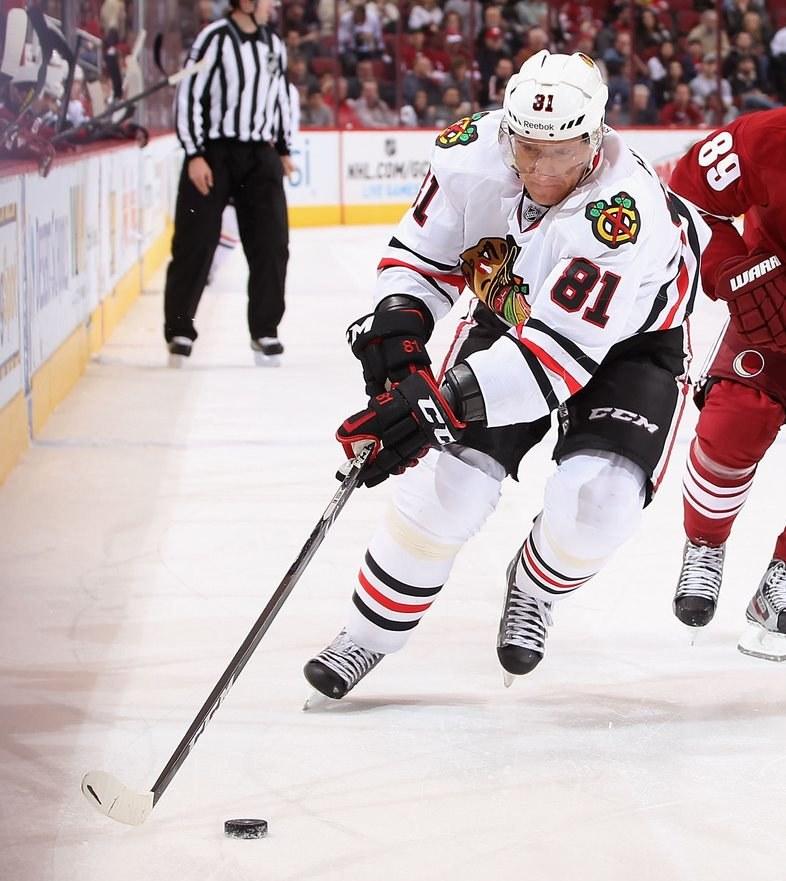 Marian Hossa z Chicago Blackhawks rozegrał tysięczny mecz w NHL. /AFP