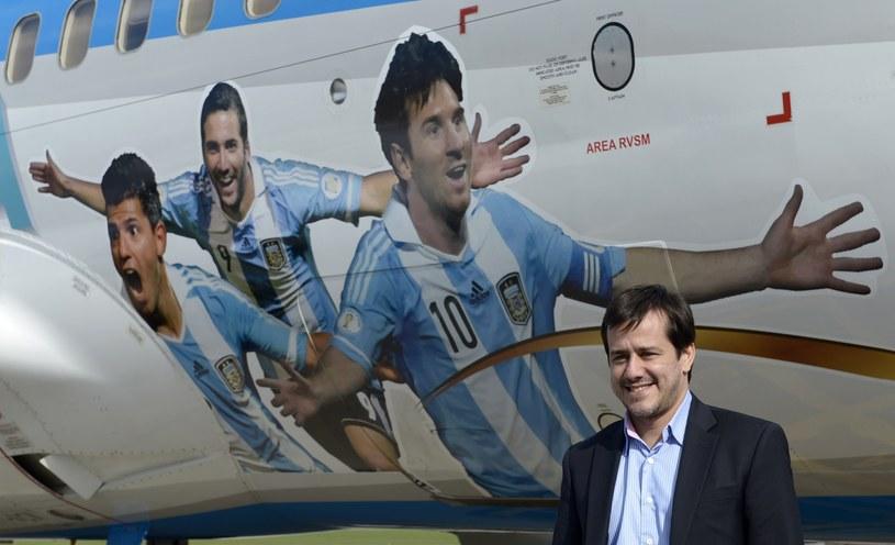 Mariano Recalde, prezes Aerolineas Argentinas, na tle samolotu /AFP