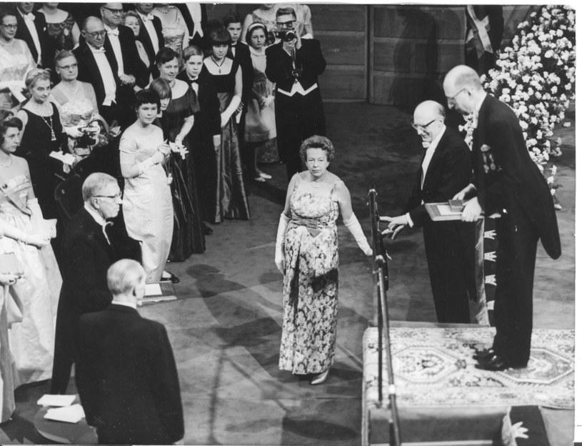 Marii Göppert-Mayer podczas ceremonii wręczenia nagrody Nobla w Sztokholmie /Associated Press /East News