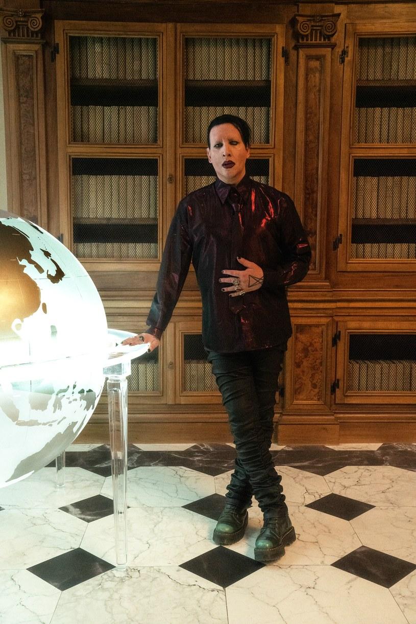 """Marilyn Manson wystąpił gościnnie w serialu """"Nowy papież"""" /Gianni-Fiorito /HBO"""