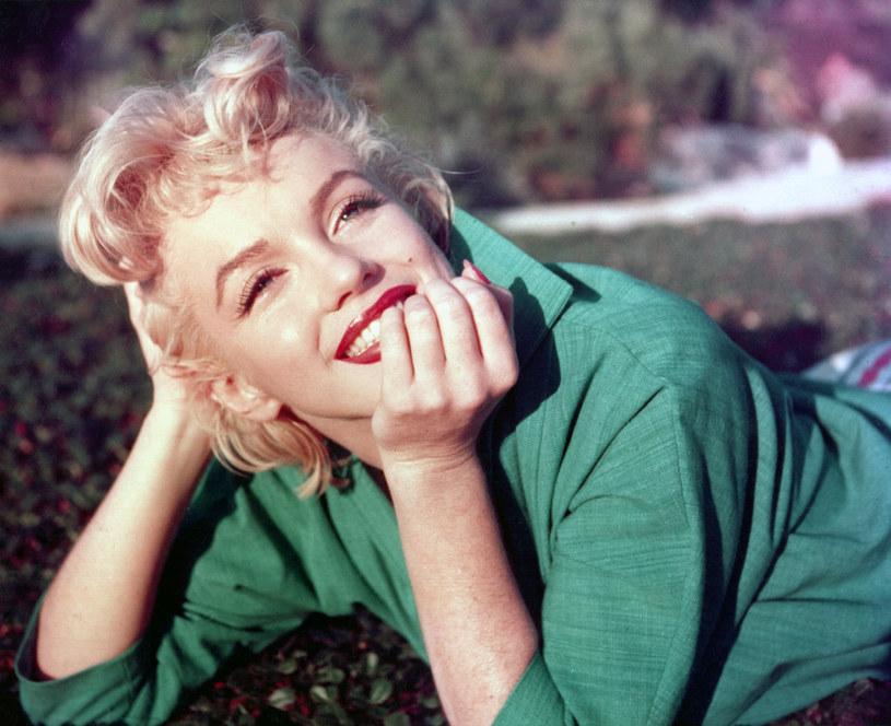 Marilyn Monroe dużą wagę przykładała do wyglądu. Jej ubrania były szyte według określonego szablonu, który podkreślał talię /Getty Images